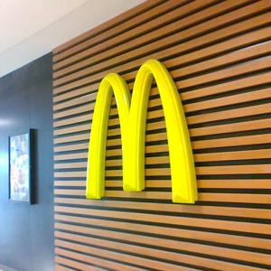 麦当劳LOGO门头广告牌